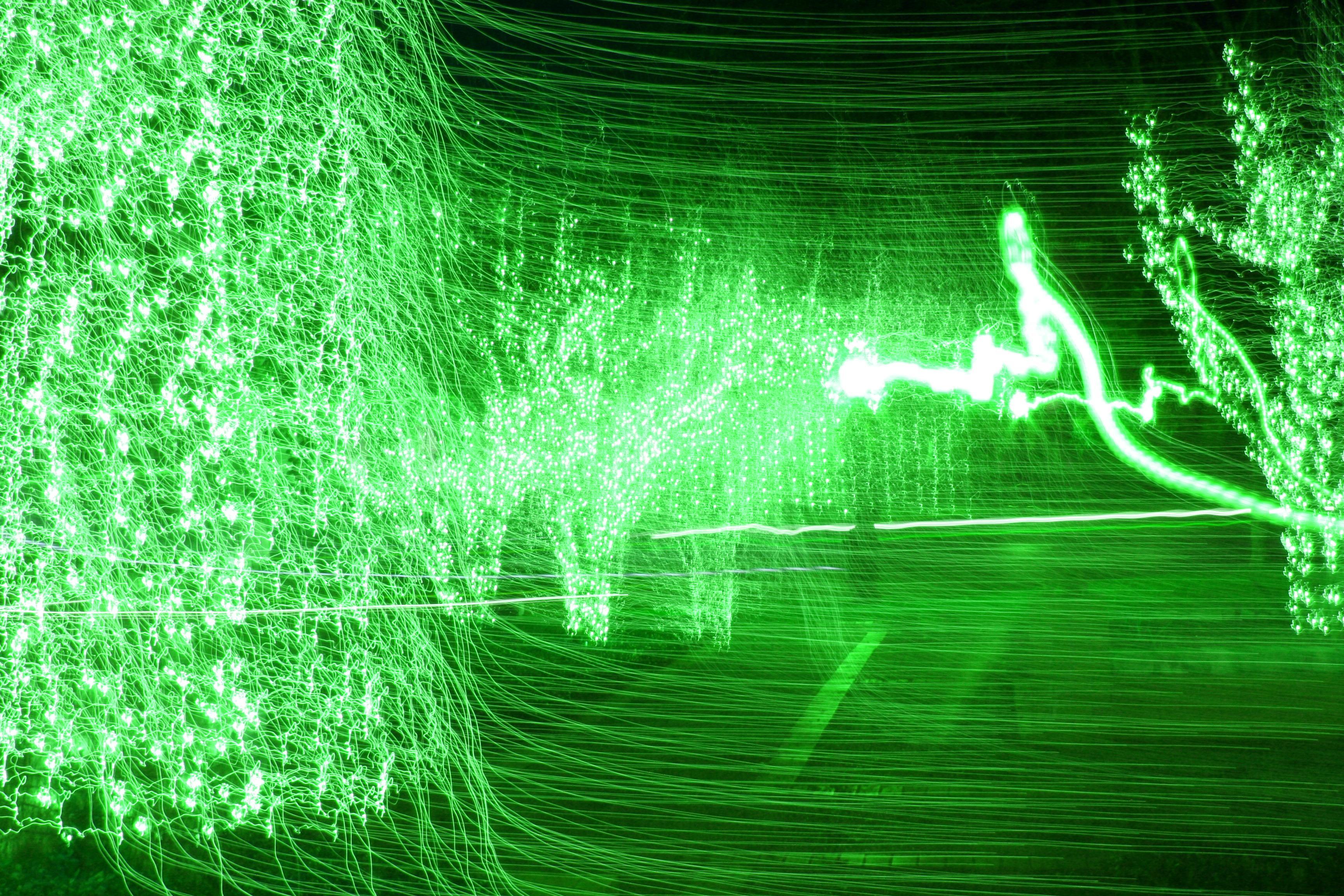 幻想的な緑の光