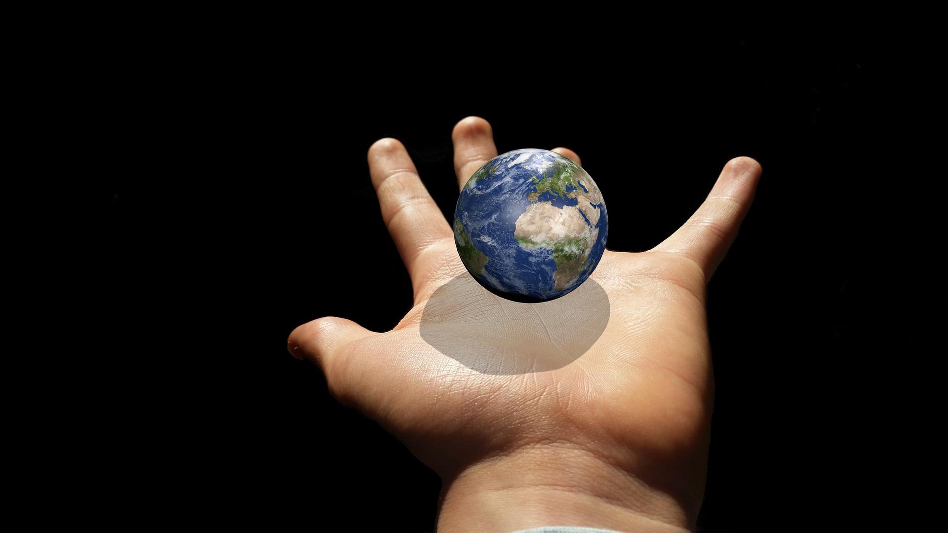 地球を手のひらに