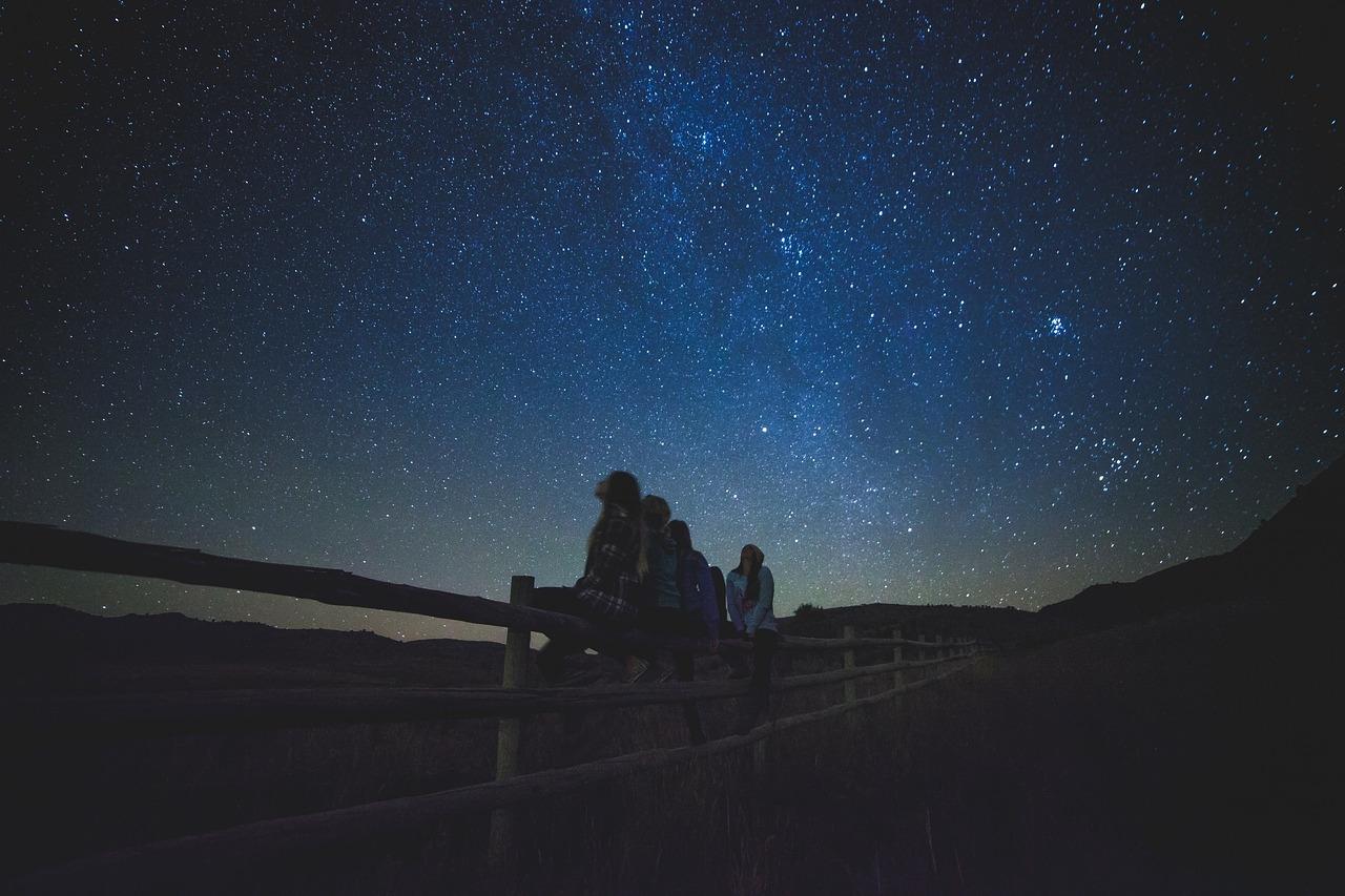 星空と人々